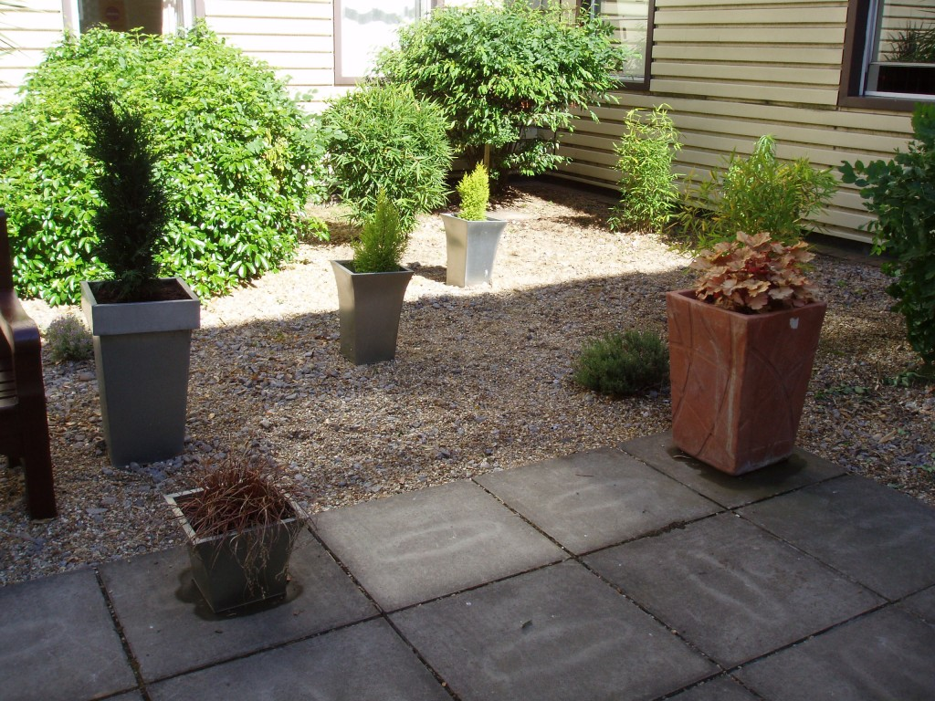 Potted courtyard garden design ideas home trendy for Courtyard garden ideas