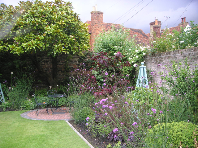 Small garden ideas photos photograph cottage garden design for Cottage garden design