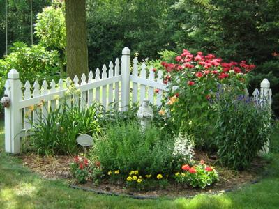 Small garden fence images Garden fence ideas