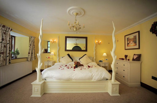 Romantic modern bedroom ideas home trendy for Bedroom ideas romantic