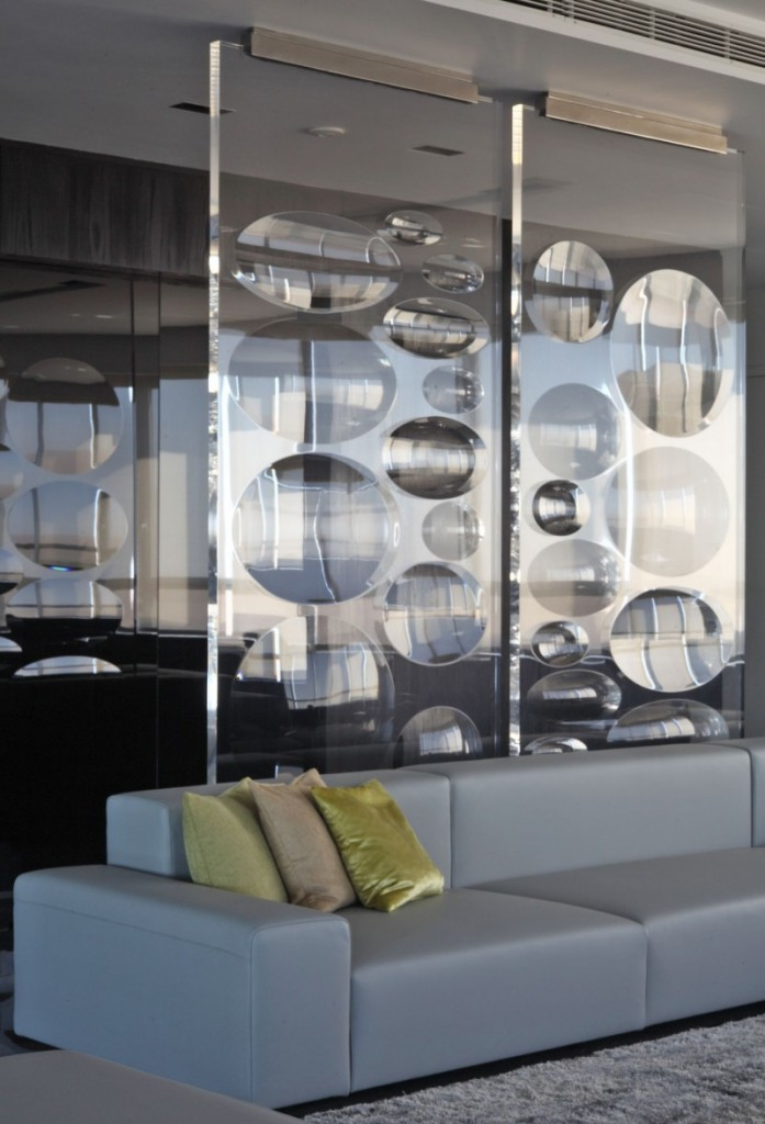Interior design solutions glass walls for your home for Interior design solutions